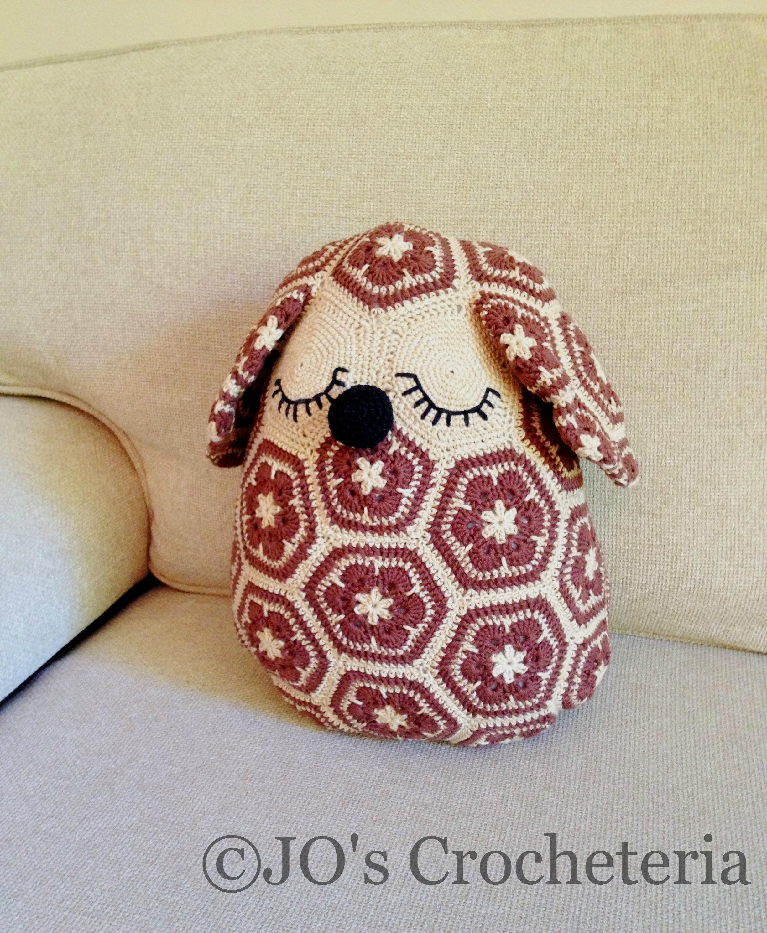 African flower dog crochet pattern 1.1 | JO\'s Crocheteria