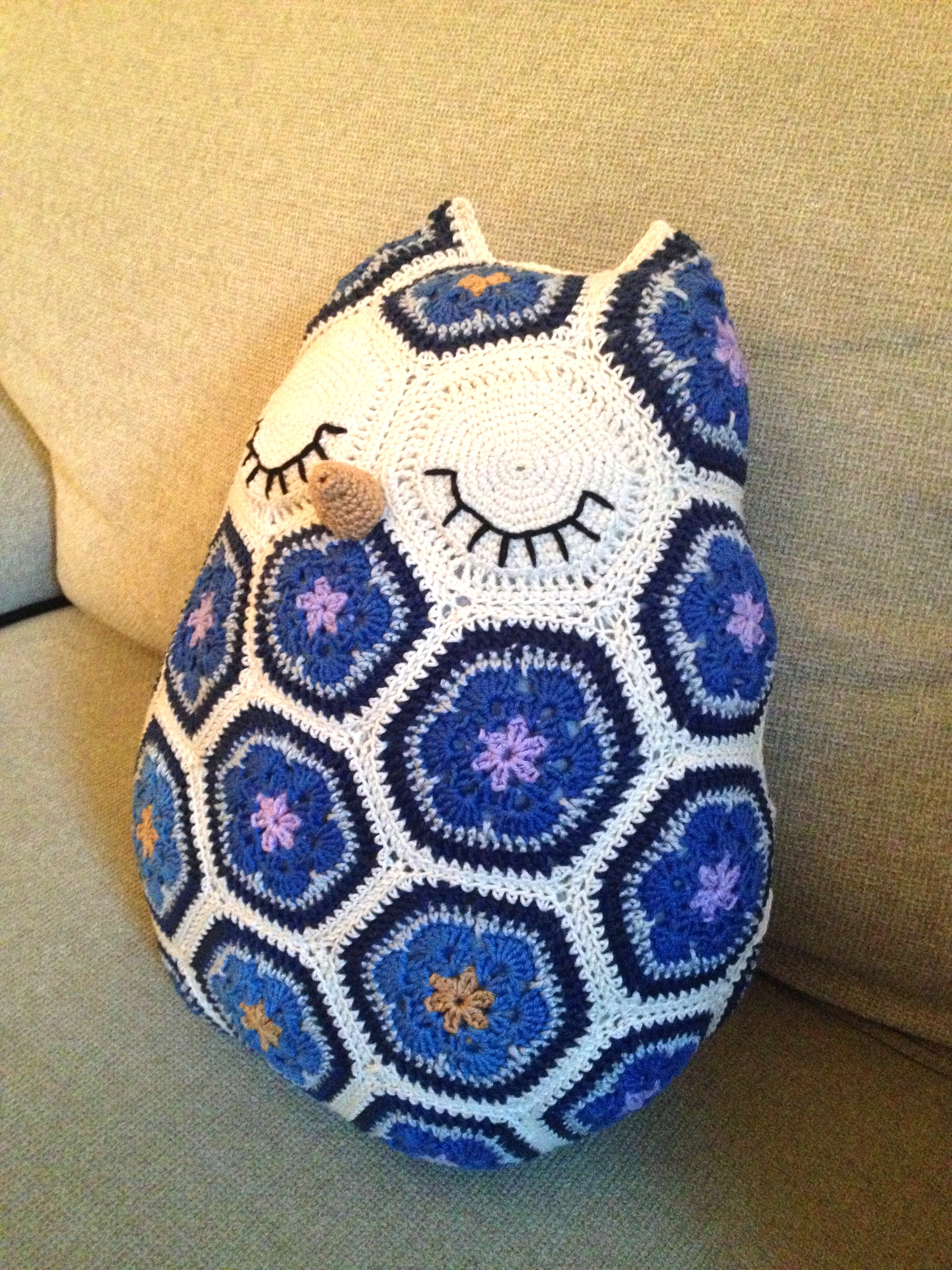 Free Crochet Owl Cushion Pillow Pattern : crochet african flower owl 2 JOs Crocheteria